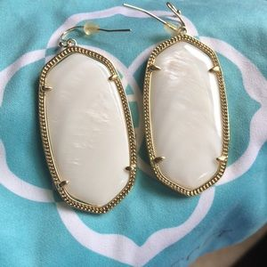 Kendra scott    Daniella earrings